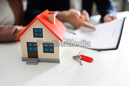 real estate rent contract sign