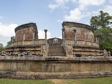 the polonnaruwa vatadage dating back to