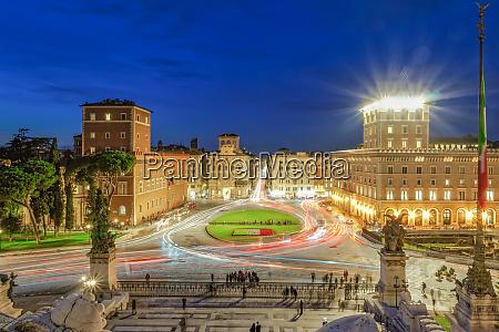piazza venezia venice square with traffic