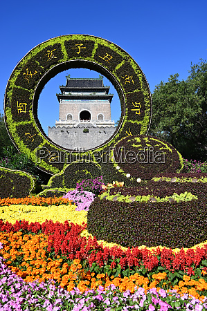 elaborate floral decorations celebrating 70 years