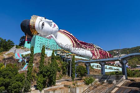 giant reclining buddha in win sein