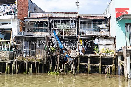houses on stilts cai be mekong