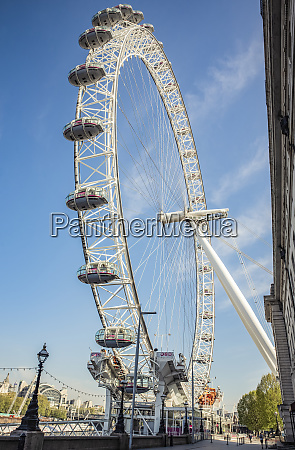 london eye at morning rush hour