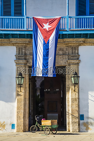 the national flag of cuba hangs