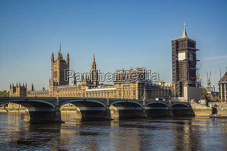 westminster bridge at morning rush hour