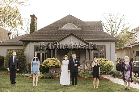 wedding party posing for group portrait