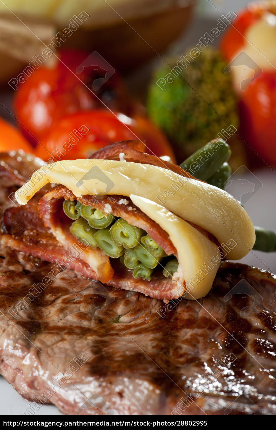 grilled, sirloin, steak, with, french, beans - 28802995