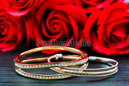 gold wedding rings with diamond and