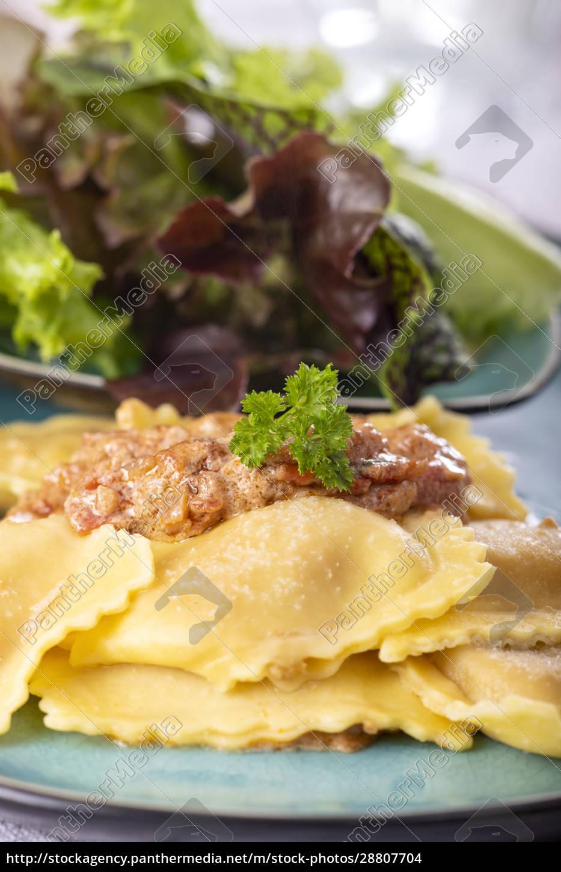 ravioli, with, cream, sauce - 28807704