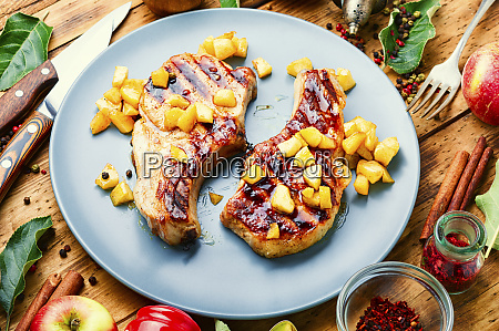 steak with caramelized apple in pan