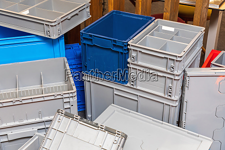 many transport boxes
