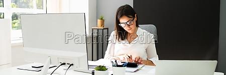 accounting bookkeeper clerk woman bank advisor