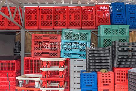 plastic crates boxes