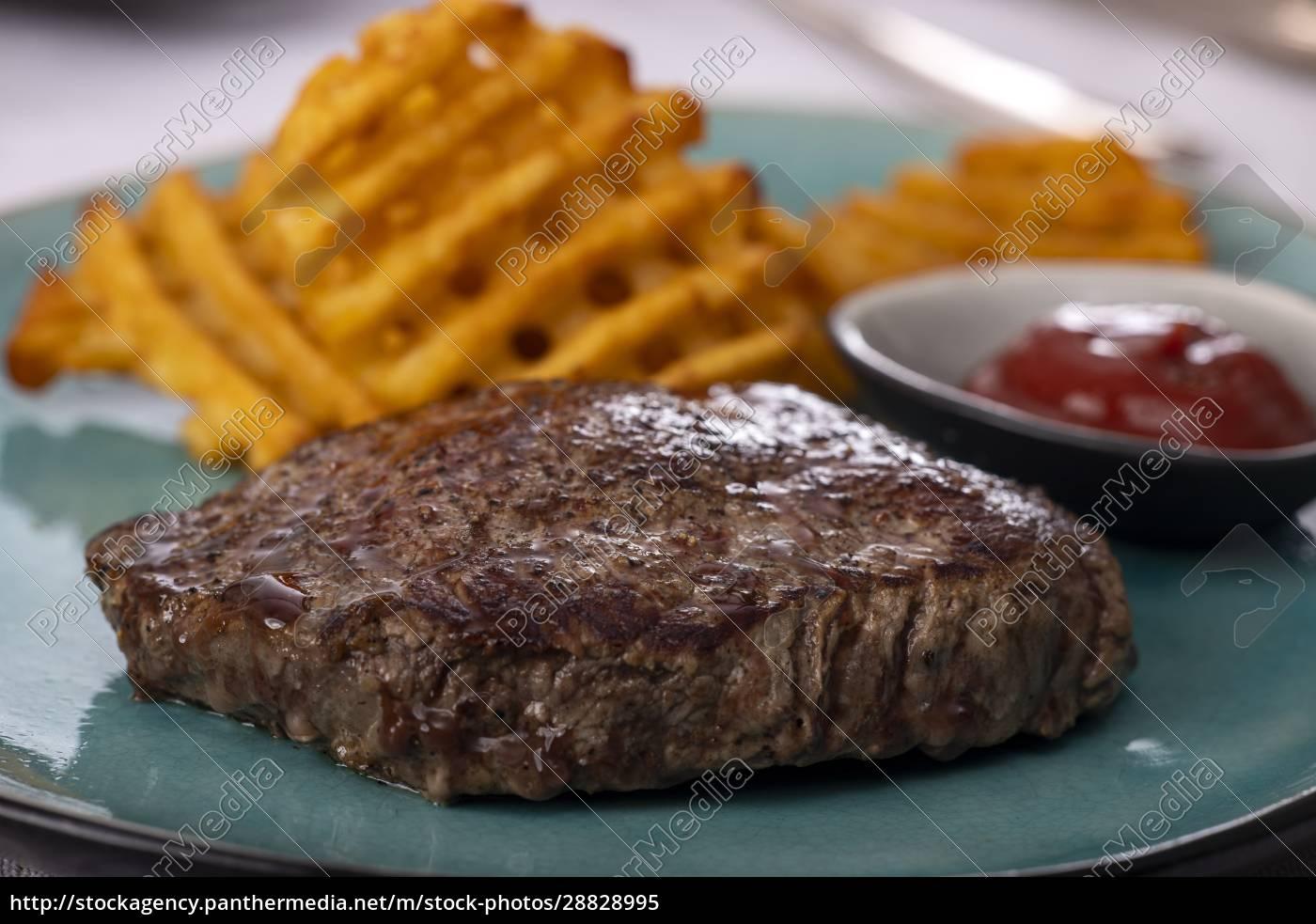 steak, with, potato, lattices - 28828995