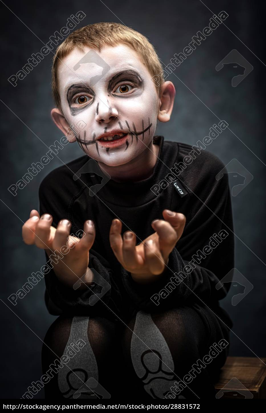 child, dressed, as, skeleton, in, scary - 28831572