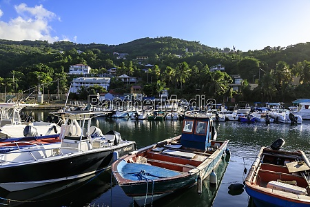 deshaiesharbour boats death in paradise location