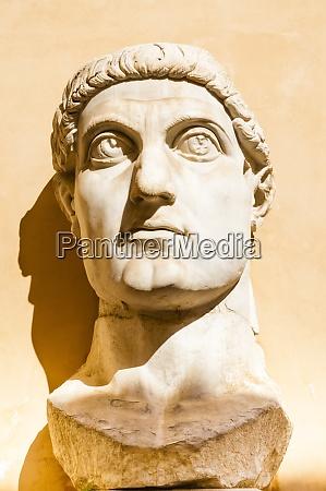 head of colossus of constantine musei