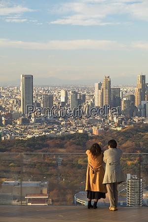 couple on rooftop of shibuya scramble