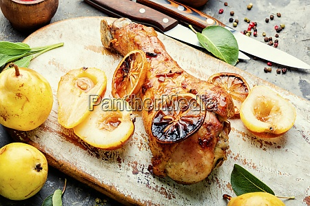 roasted turkey legs with pear