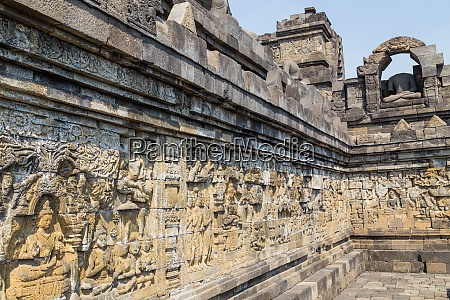 stupas in borobudur temple