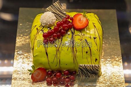green cake art