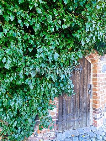 wooden door on pulvertum from the