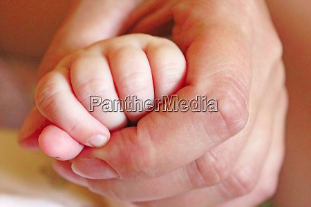 hand of child lies in maternal