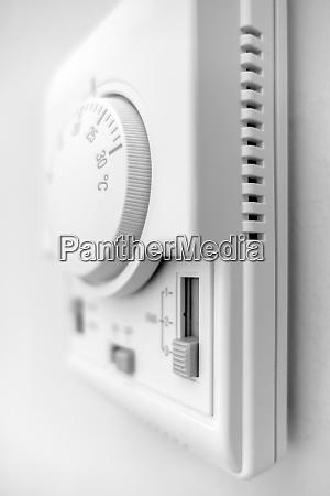 hand adjusting thermostat