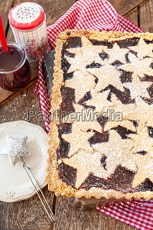 linzer cake filled with jam
