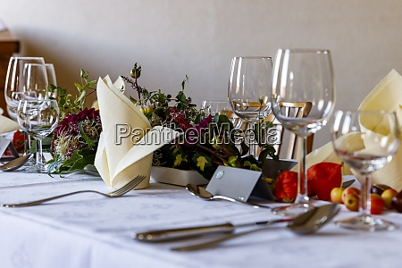 wedding table setting with flowers