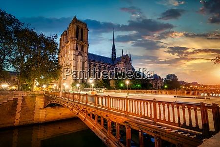 double bridge in paris