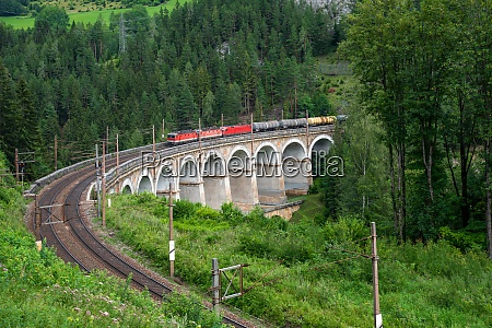 kalte rinne viaduct with train on