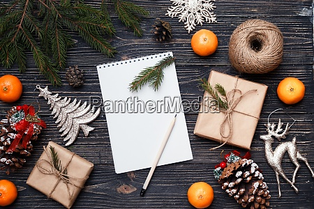 blank note sheet with gifts boxes