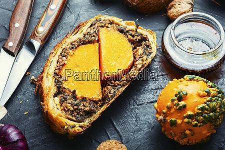 roll stuffed with mushrooms and pumpkin