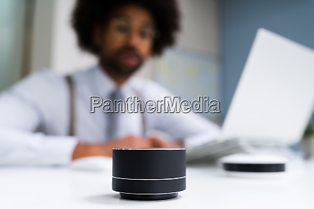 voice assistant wireless speaker tech