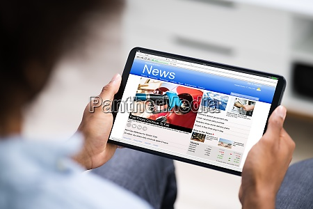 reading electronic news articles