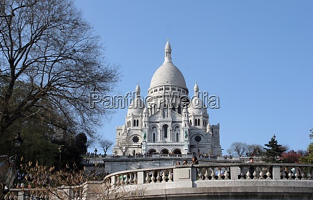 people in front of sacre coeur