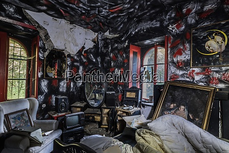 black red bedroom from a hunter