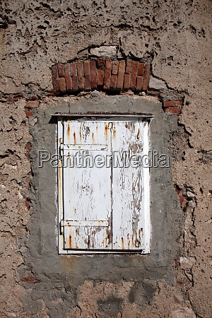 traditional dalmatian stone house window