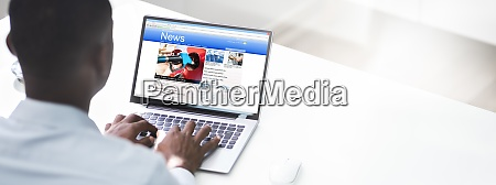 reading online electronic news article