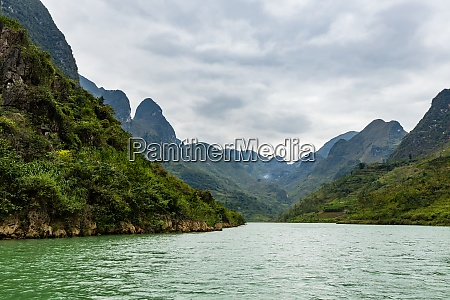 the ma pi leng gorge in