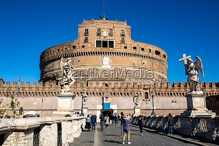 frontal view of the castel santangelo