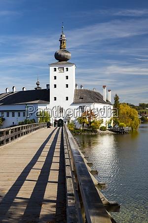 gmunden castle on lake austria
