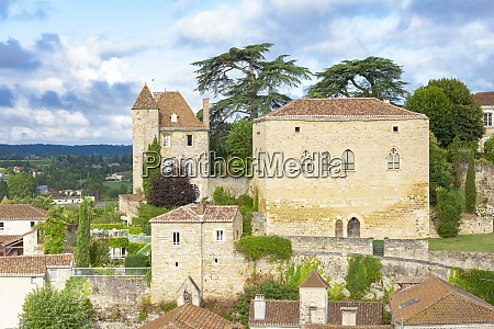 medieval village of puy leveque on