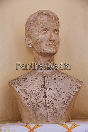 the bust of the servant of