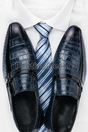 classic mens shoes tie and