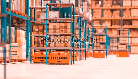automated storage and shipping warehouse