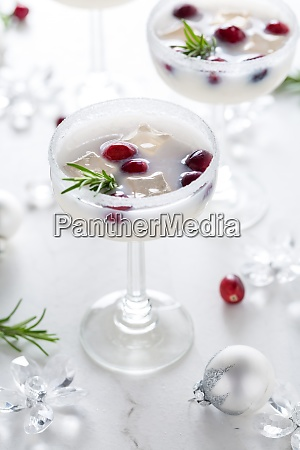 white christmas margarita punch with cranberries