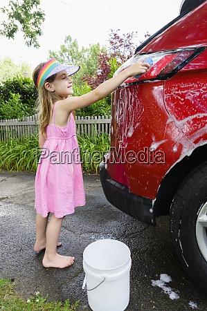 girl 6 7 washing car in