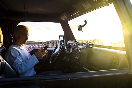 teenager 16 17 in car using
